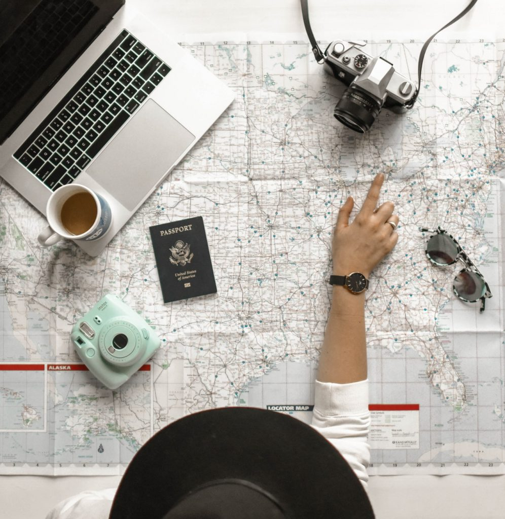 how to make money while traveling the us